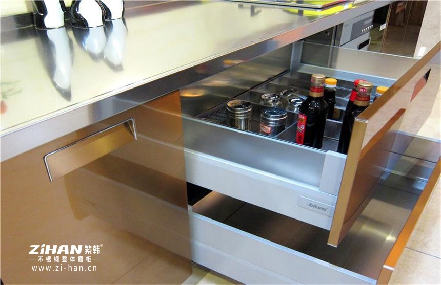 驳斥:这几个不锈钢橱柜台面的缺点不成立