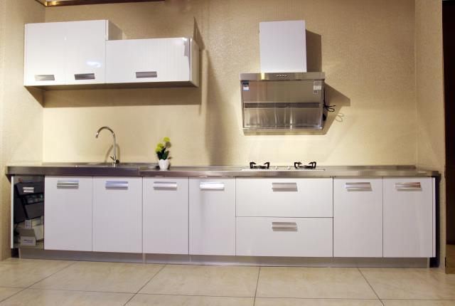 究竟定做厨柜和成品厨柜哪个更好呢?